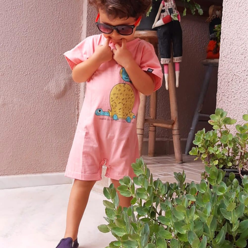 Macacão Infantil Curto Unissex Tartaruga e o PiuPiu
