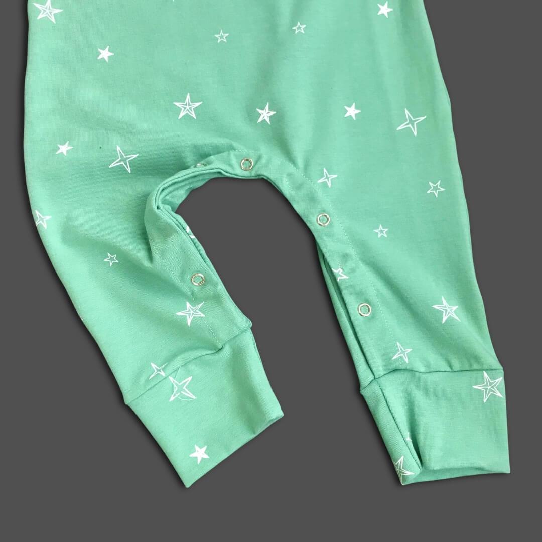 Macacão Bebê Regata Verde Stars Confort