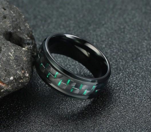 Anel Tungstenio Preta Com Fibra De Carbono Verde