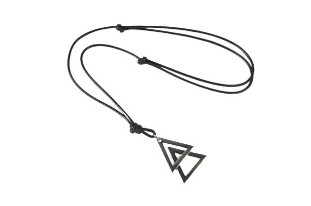 Colar Couro Triângulo