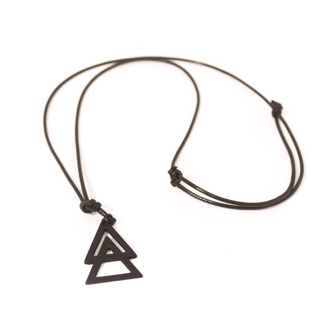 Colar Couro Triângulo - Black Edition