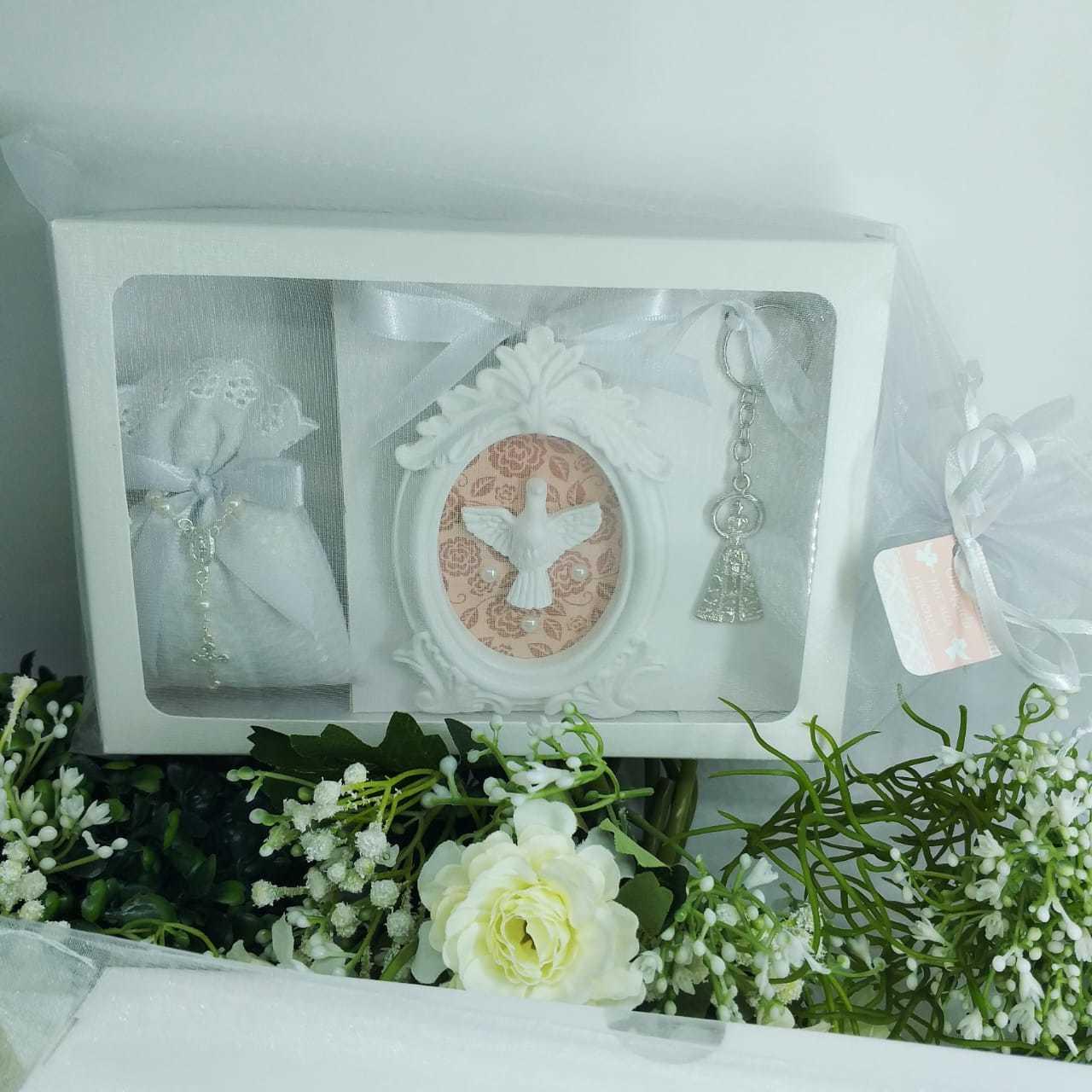 Conjunto Quadro, Chaveiro e Sachê Perfumado na Caixa Batismo