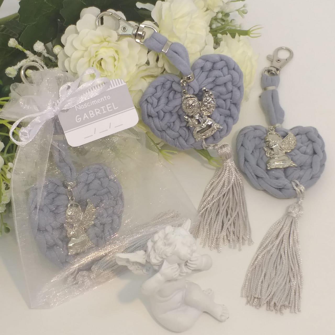 Lembrança de Batizado Chaveiro de Maxi Crochet Coração com Pingente