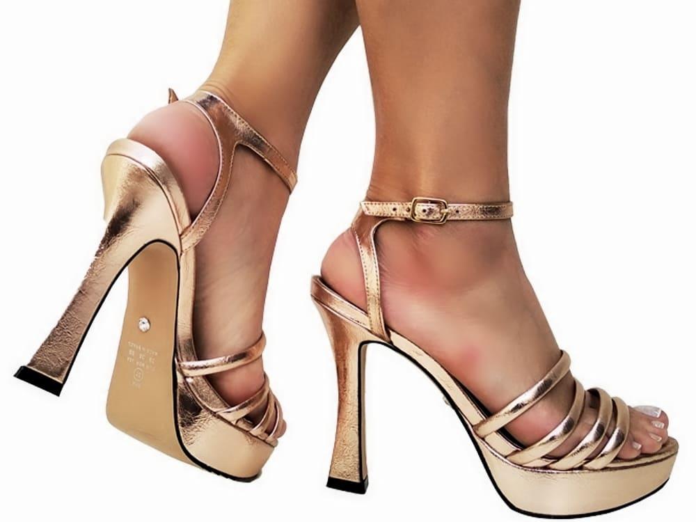 Sandalia meia pata metal. cobre salto 11cm   Cód.: 877