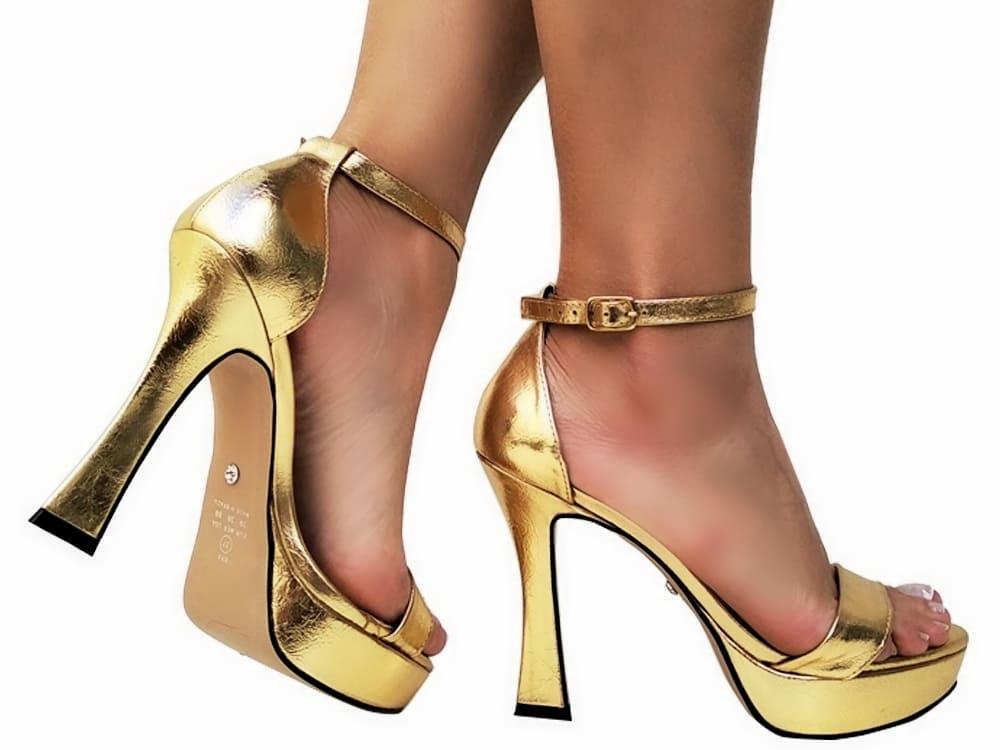 Sandalia meia pata metal. ouro salto 11cm   Cód.: 865