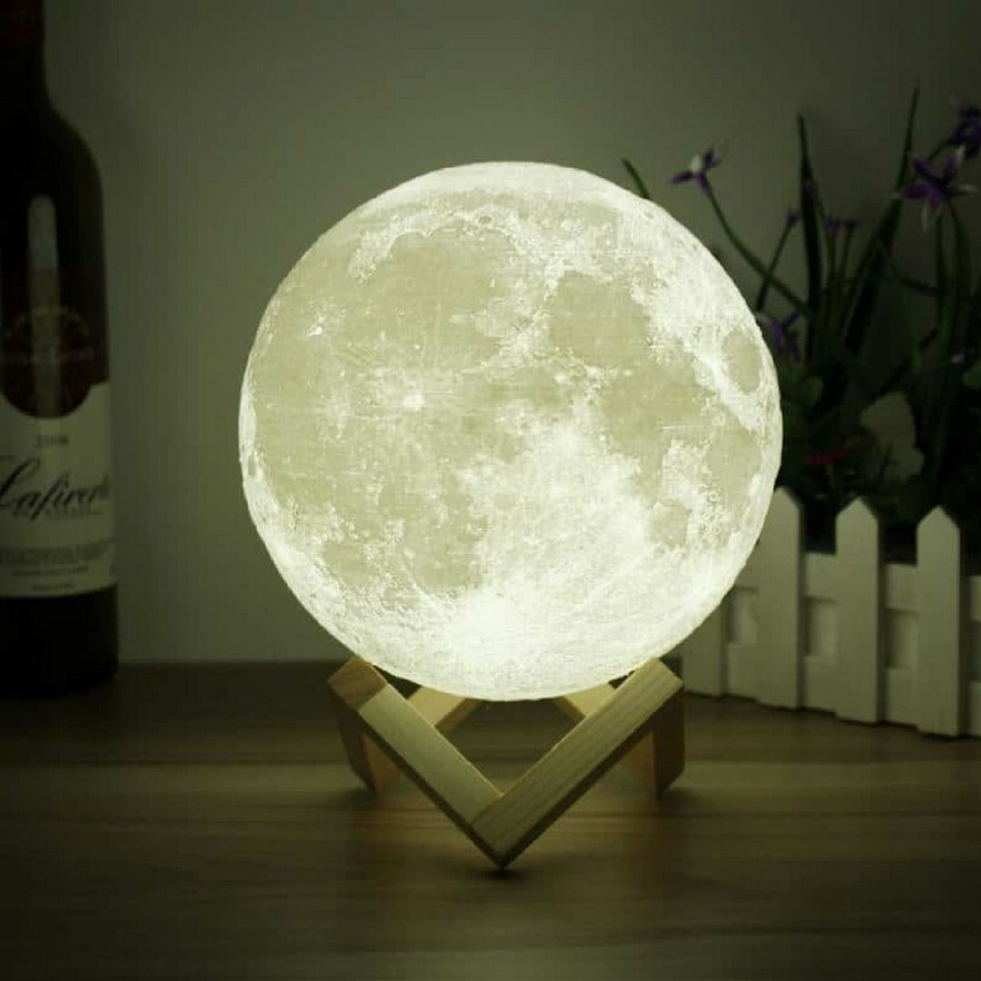 Luminária Lua 20cm de diâmetro com suporte de madeira