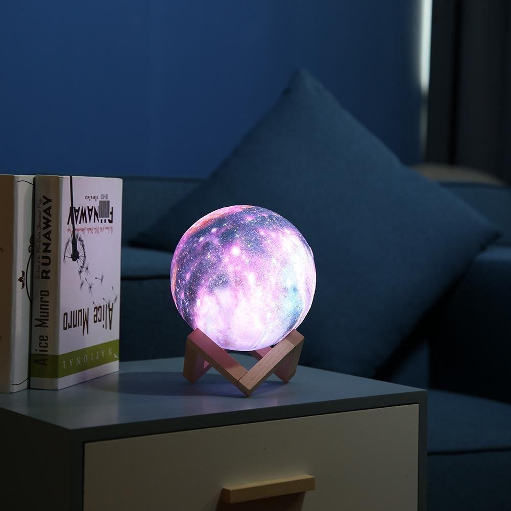 Luminária Lua Planeta 15cm USB com suporte de madeira