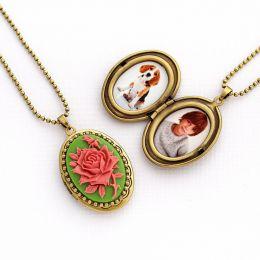 Relicário Camafeu Flor Ouro Velho Verde e Rosa