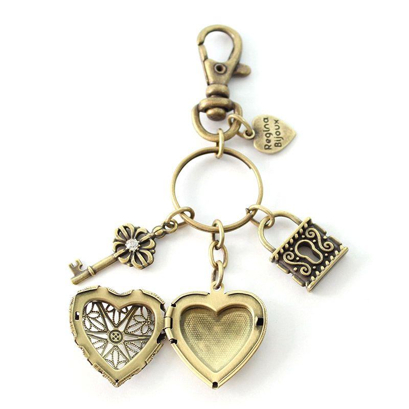 Chaveiro Relicário Coração Ouro Velho