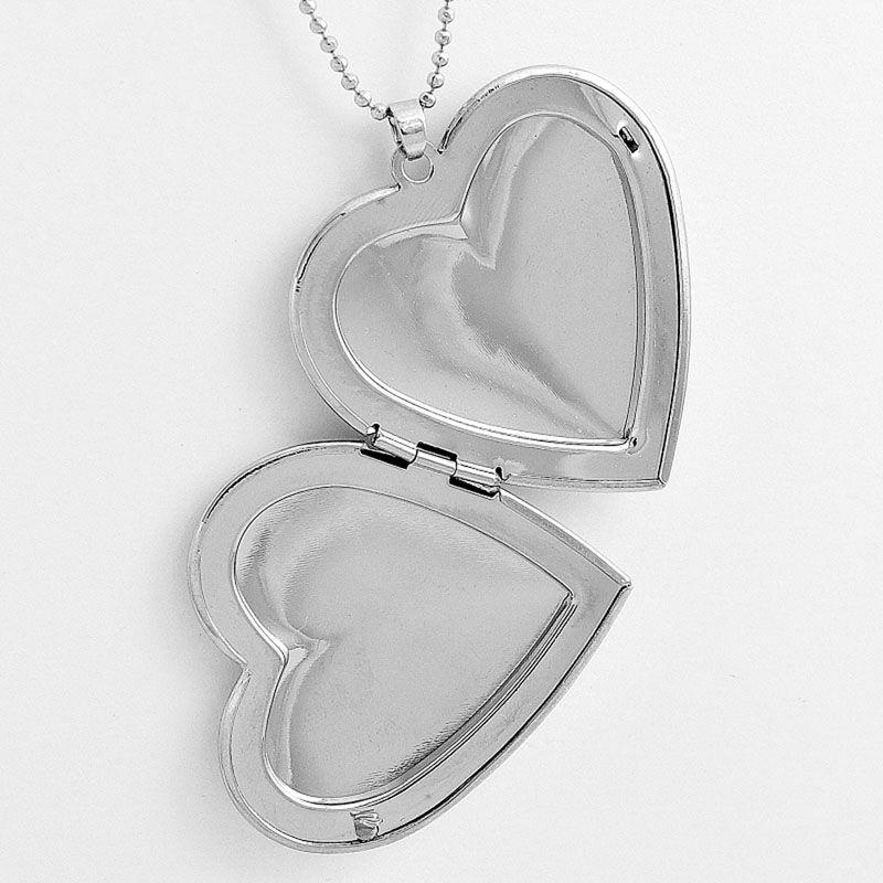 Colar com pingente relicário Coração Liso Grande Prateado