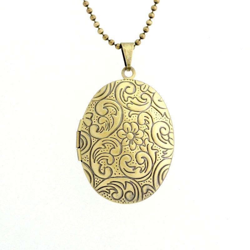 Colar Com Pingente Relicário Oval Arabescos Médio Ouro Velho