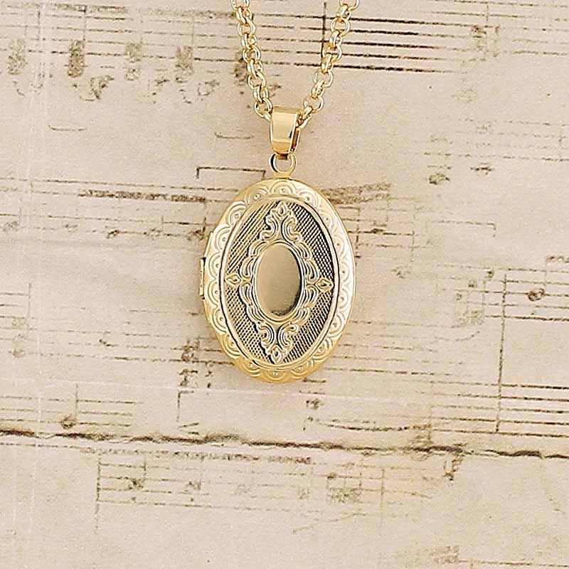 Colar com pingente relicário Oval Folheado a Ouro Pequeno