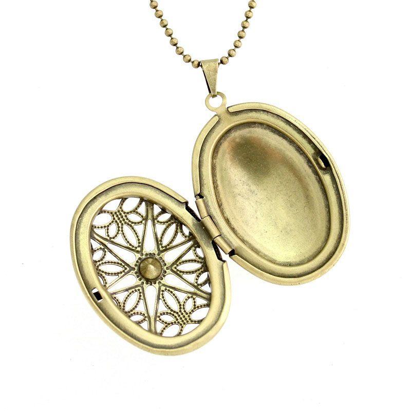 Colar com Pingente Relicário Oval Médio Vazado para Foto em Ouro Velho