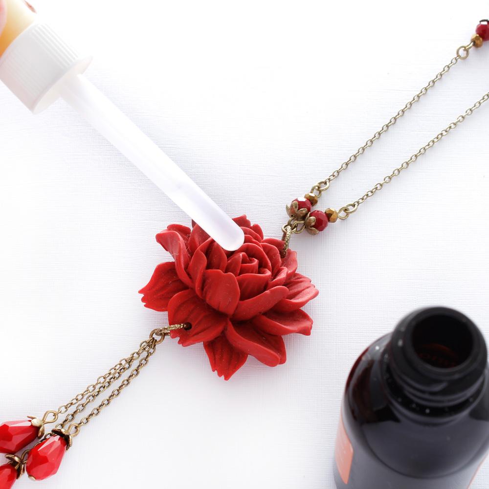 Colar com Rosa Vermelha Grande e Cristal para Aromaterapia