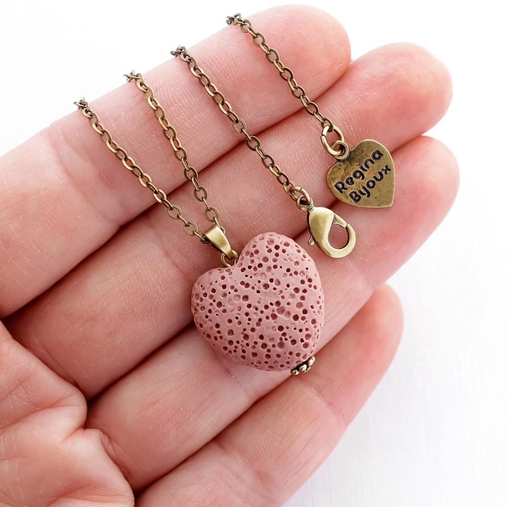 Colar Difusor Pedra Vulcânica Coração Rosa Aromaterapia Ouro Velho