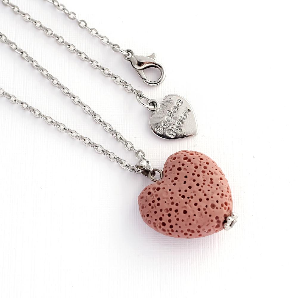 Colar Difusor Pedra Vulcânica Coração Rosa Aromaterapia Prateado