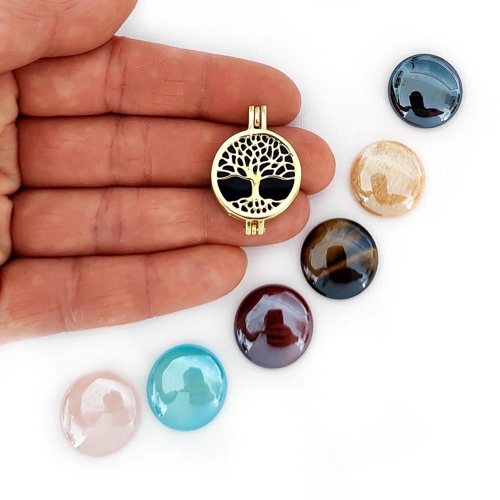 Colar Relicário Árvore da Vida Folheado a Ouro com Pedras Peroladas