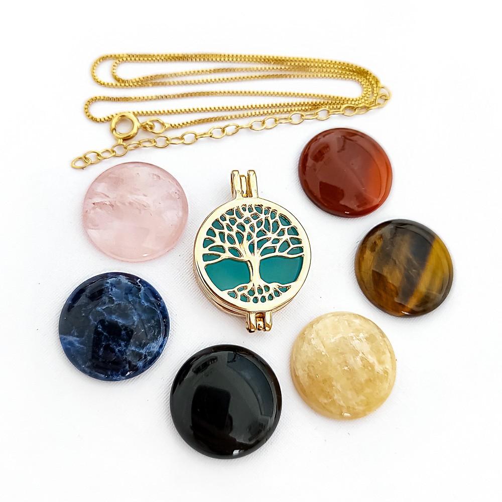 Colar Relicário com Pedras Naturais Árvore da Vida Folheado a Ouro