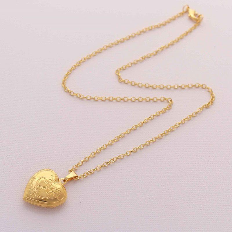 Colar Relicário Coração Baixo Relevo Folheado a Ouro Pequeno