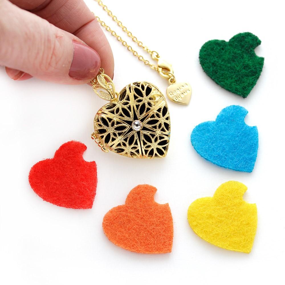 Colar Relicário Coração Difusor Longo Dourado com Feltros