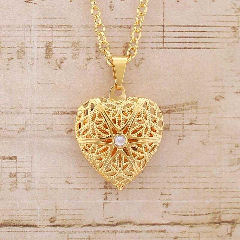 Colar Relicário Coração Folheado a Ouro Pequeno