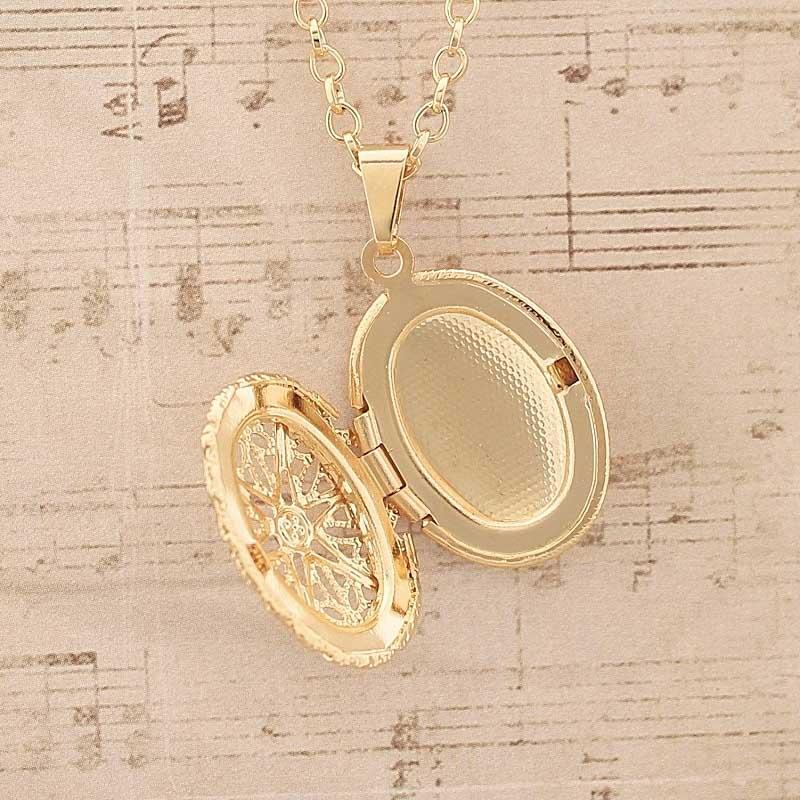 Colar Relicário Oval Folheado A Ouro Vazado Pequeno