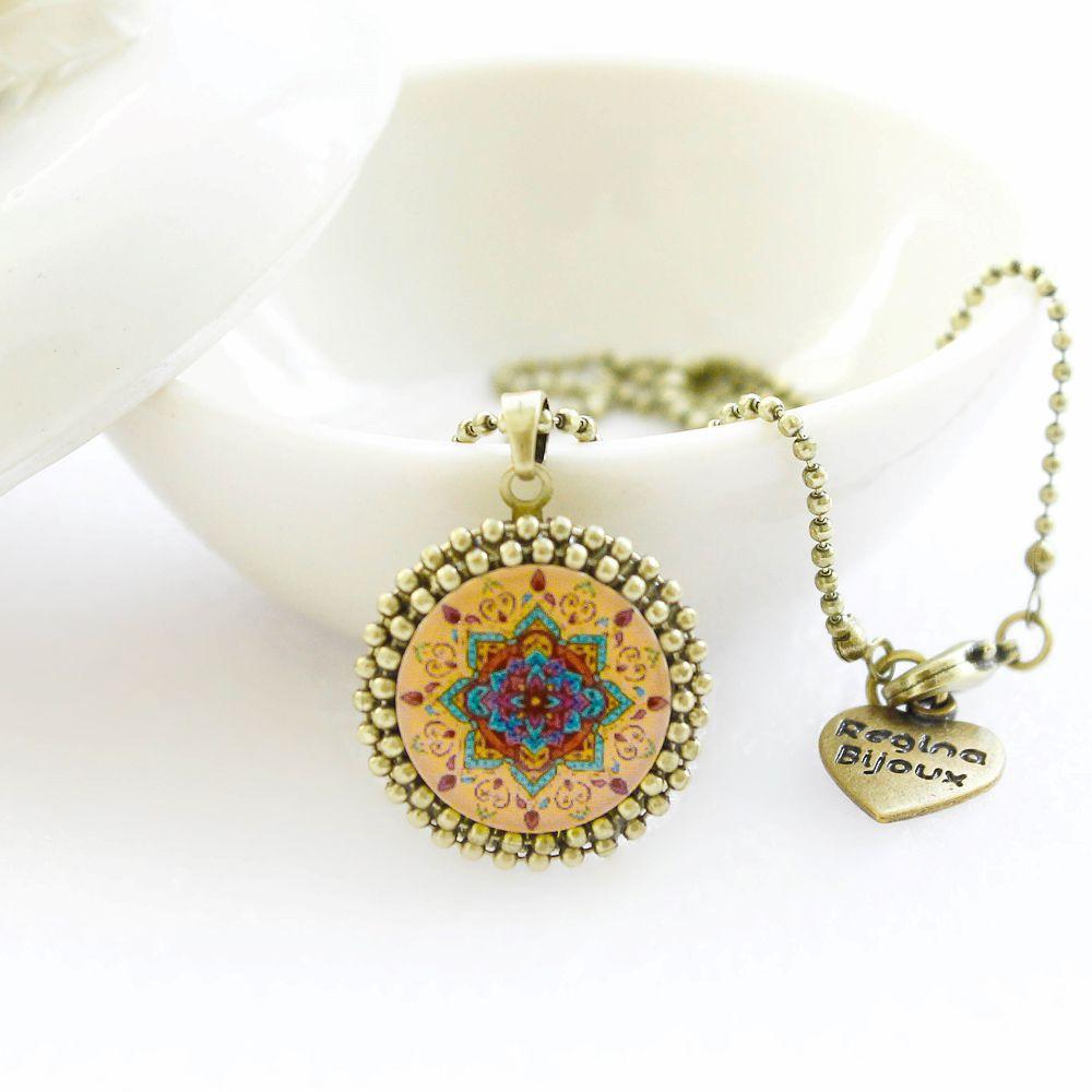 Mandala relicário pequeno cor salmão e ouro velho