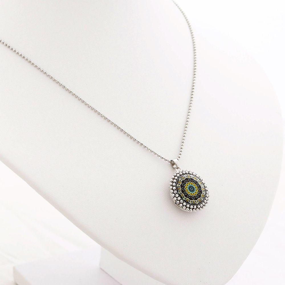 Mandala relicário pequeno cor verde e prata