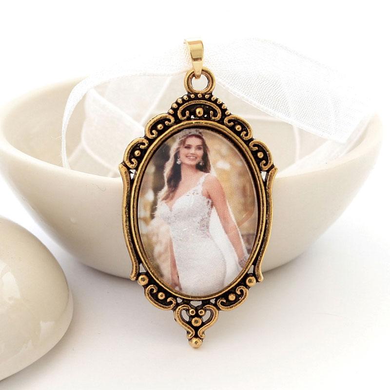 Relicário Buquê de Noiva Dourado