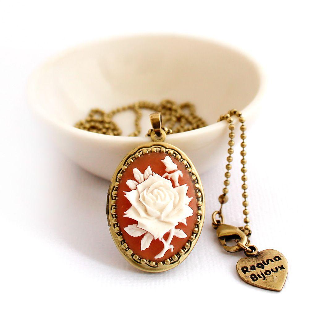 Relicário Camafeu Flor Ouro Velho Coral e Branco