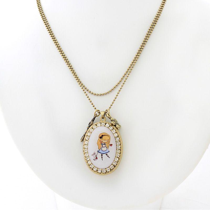 Relicário colar Alice no país das maravilhas Ouro Velho