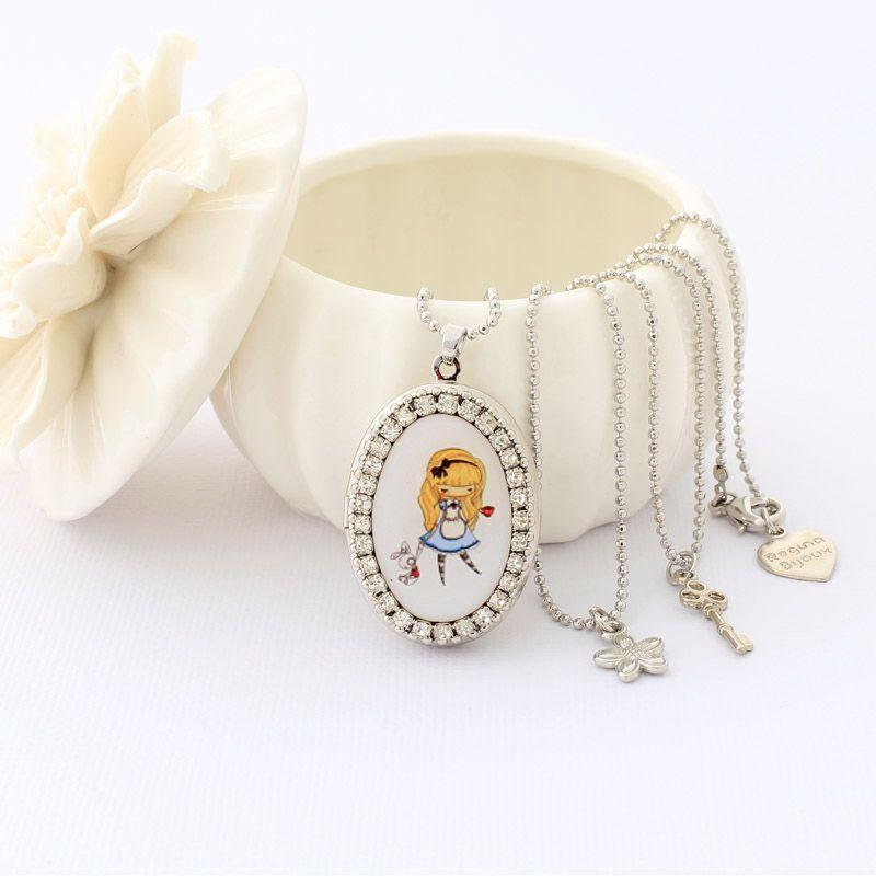 Relicário colar Alice no país das maravilhas Prateado
