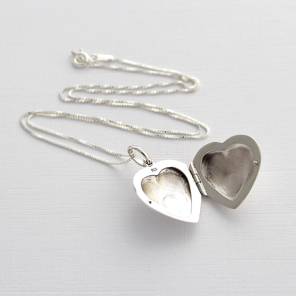 Relicario Coração em Legítima Prata 925 Liso
