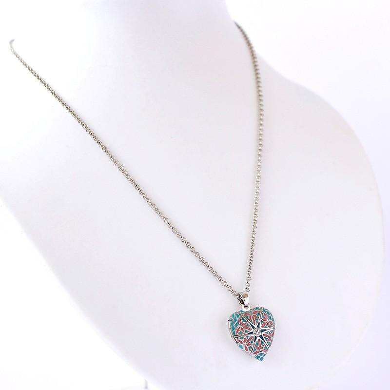 Relicário Coração Esmaltado Pequeno Prateado Azul e Rosa