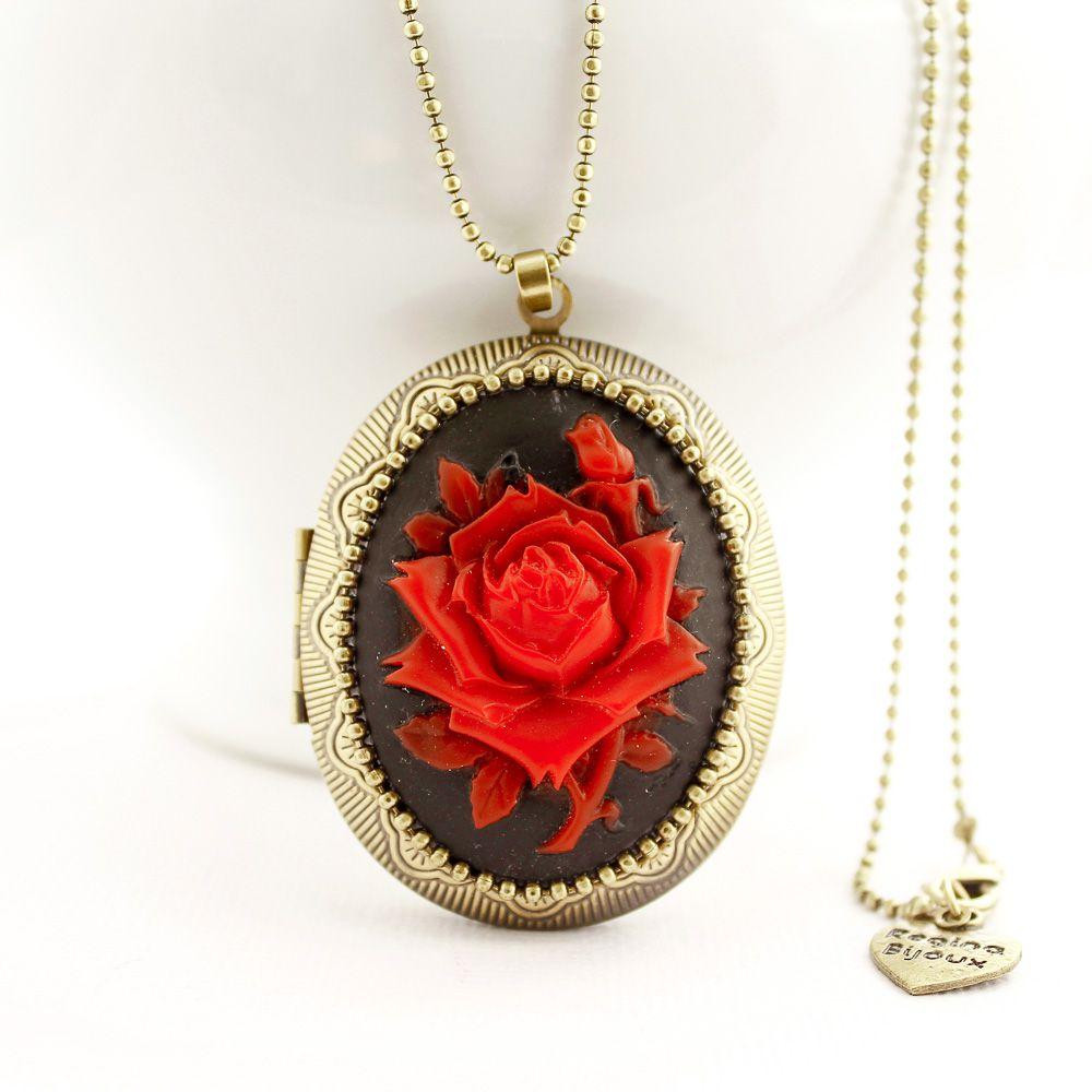 Relicário Grande Ouro Velho e Camafeu Flor Vermelha e Preta