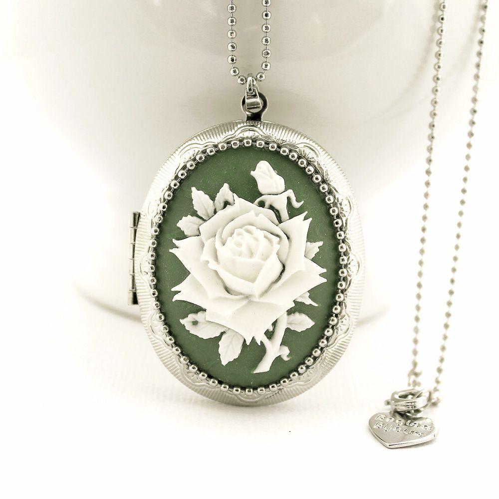 Relicário Grande Prateado com Camafeu Flor Branca e Verde