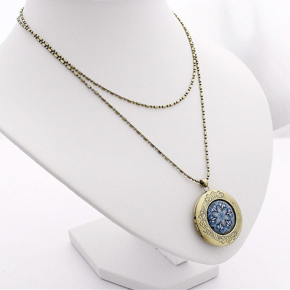 Relicário mandala azul arabescos e acabamento ouro velho