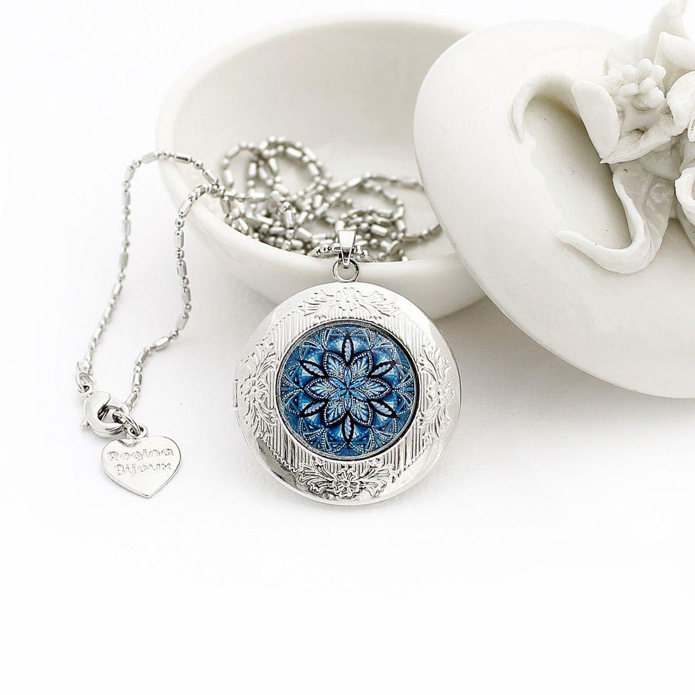 Relicário mandala azul arabescos e acabamento prateado