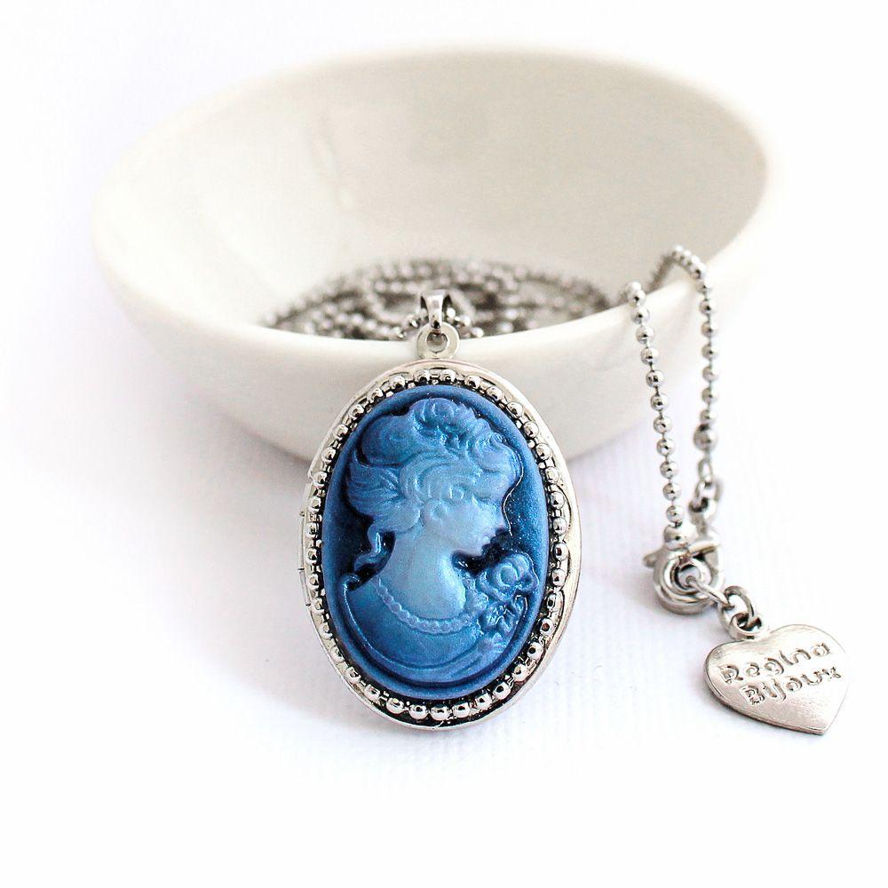 Relicário Prateado com Camafeu Dama Tons de Azul