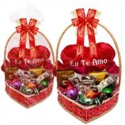 Cesta Romântica com Chocolates e Almofada de Pelúcia Borússia Chocolates