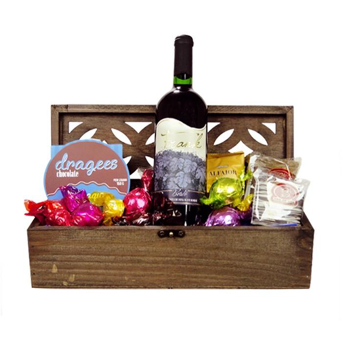 Baú com Chocolates e Vinho Borússia Chocolates