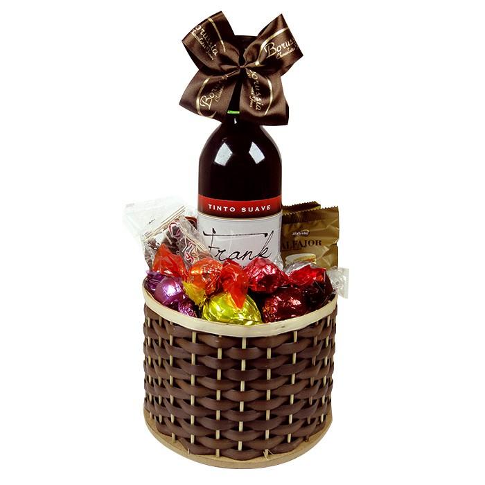 Cesta de Chocolate com Vinho Tinto Suave Borússia Chocolates