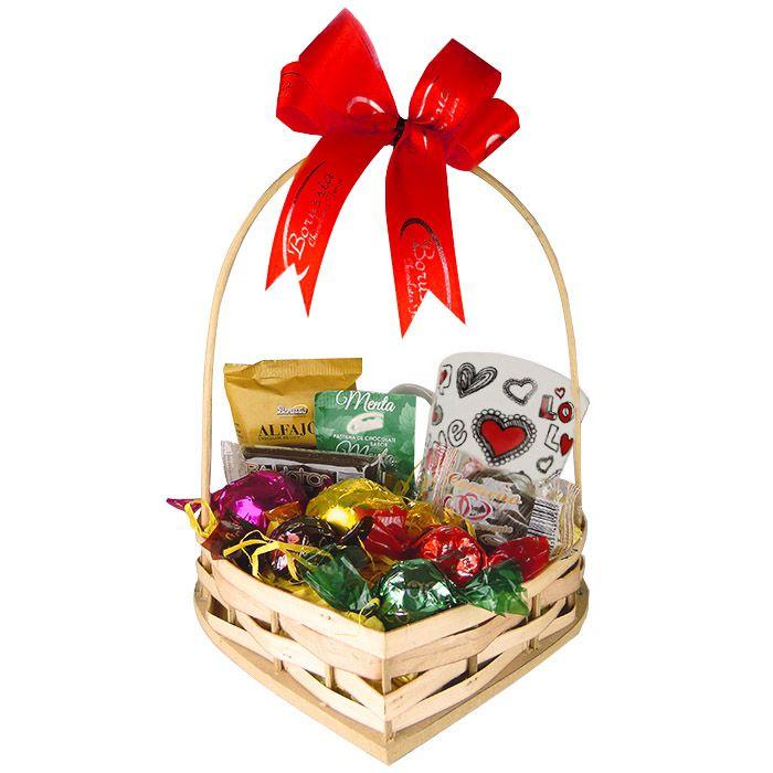 Cesta de Coração com Chocolates e Caneca Tema Amor Borússia Chocolates