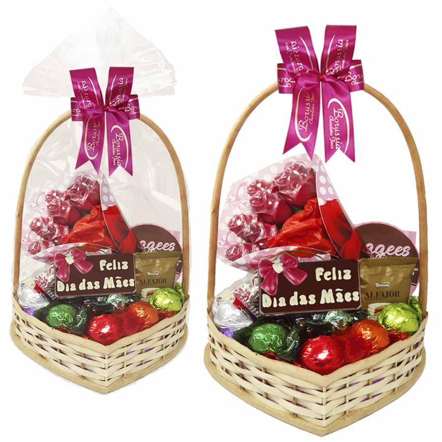 Cesta Feliz Dia das Mães com Chocolates e Buquê de Rosas Borússia Chocolates