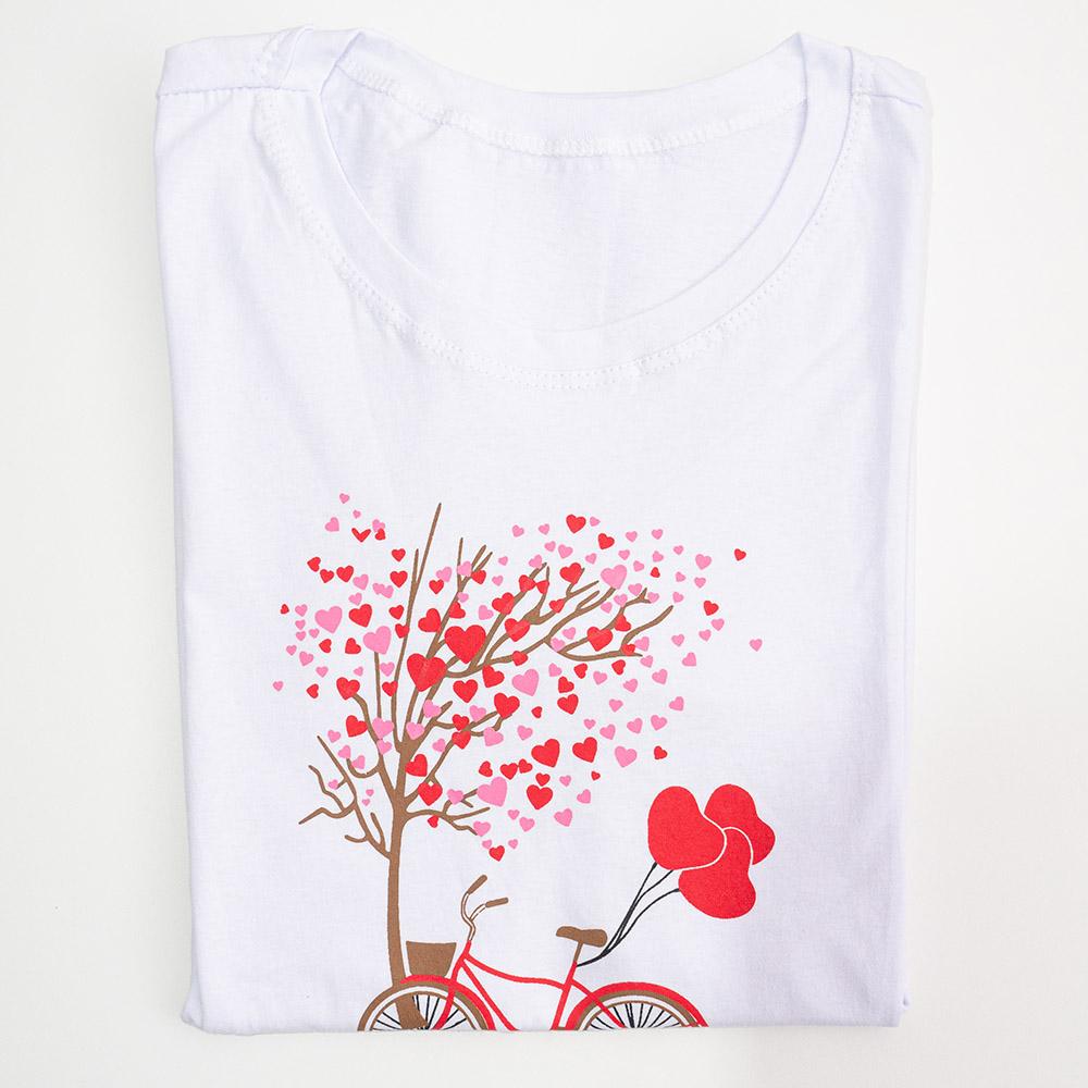 Camiseta É Cada Uma Árvore Corações