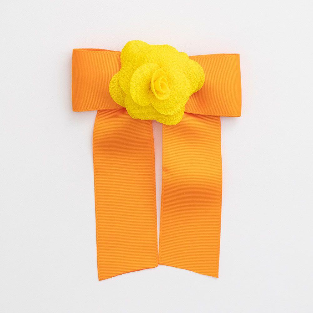 Laço Menina É Cada Uma Chanel com Flor Amarelo e Laranja