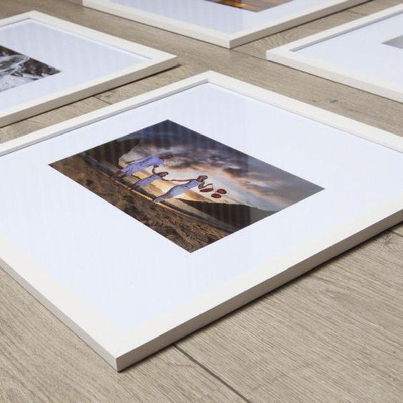 16 Molduras 30x30 com revelação fotográfica (Borda na Foto)