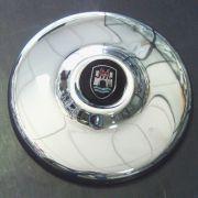 Calota cromada para roda 4 FUROS c/ emblema WOLFSBURG metal