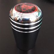Manopla alumínio cromada c/ logo puma vermelho
