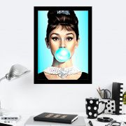 Quadro Decorativo 27x36 Audrey Hepburn Blue Bubblegum